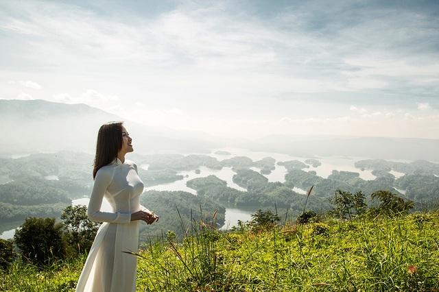 Hoa hậu Khánh Ngân đẹp cuốn hút trong bộ ảnh quảng bá du lịch Việt Nam - 9