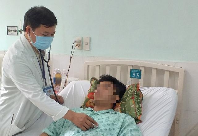 Mọc thêm khối u to như quả cam trong lồng ngực, nam thanh niên suýt tử vong - 2