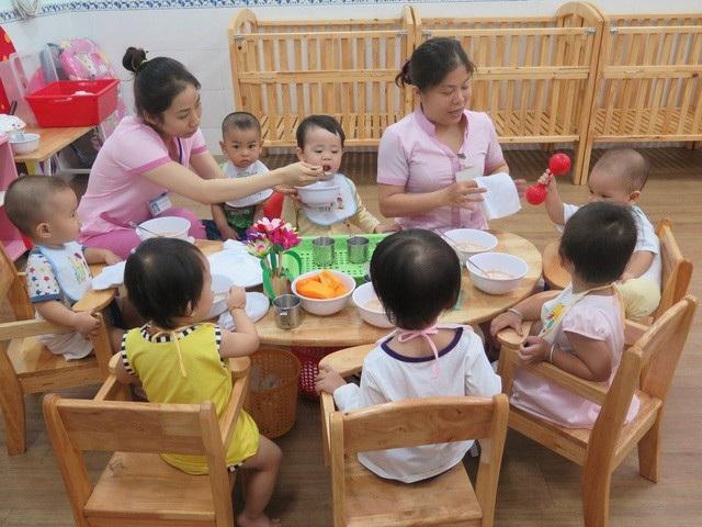 TPHCM: Trẻ đi học lại, trường mầm non không tổ chức ăn sáng - 1