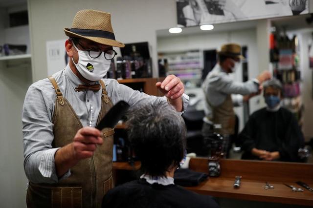 Tiệm cắt tóc mở cửa lúc nửa đêm - 1