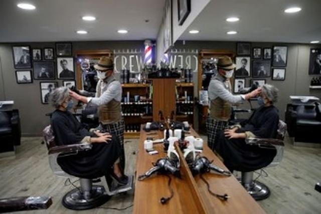 Tiệm cắt tóc mở cửa lúc nửa đêm - 3