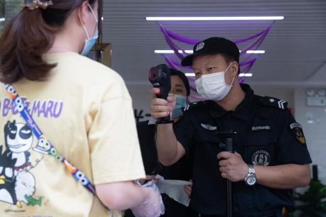 Lo dịch tái bùng phát, Vũ Hán xét nghiệm toàn bộ 11 triệu dân - 1