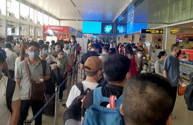 Sân bay Tân Sơn Nhất đông đúc (0).jpg