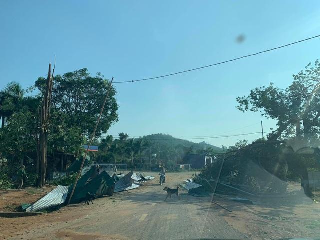 Hơn 100 nhà dân, trường học... bị tốc mái vì mưa giông - 4