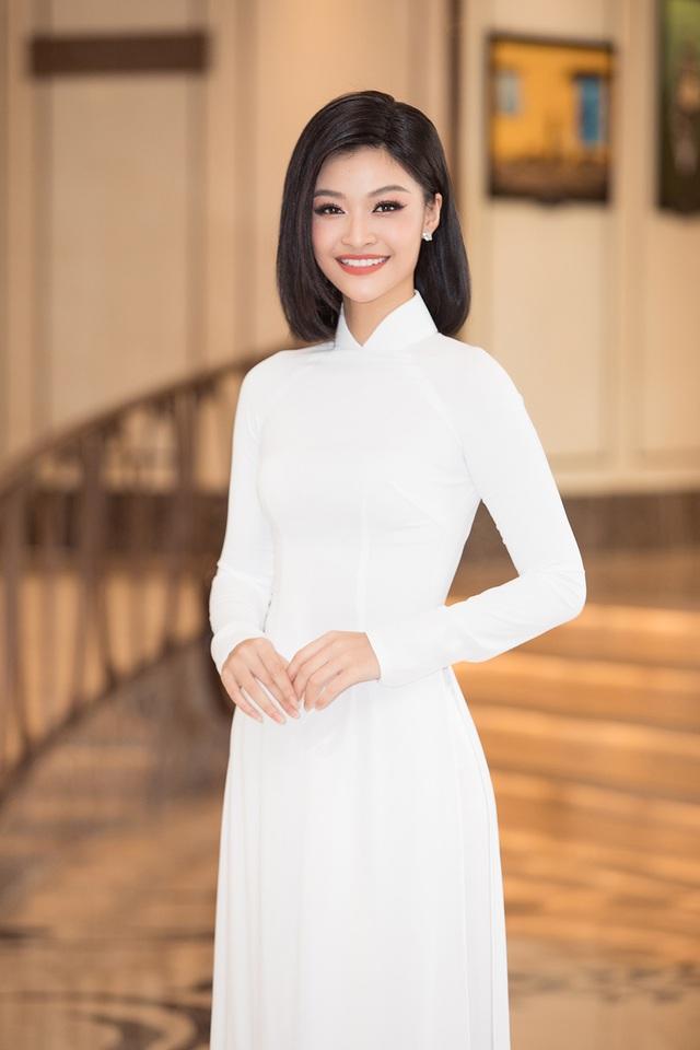 Hoa hậu Đỗ Mỹ Linh, Trần Tiểu Vy, Lương Thuỳ Linh đọ dáng với áo dài trắng - 7