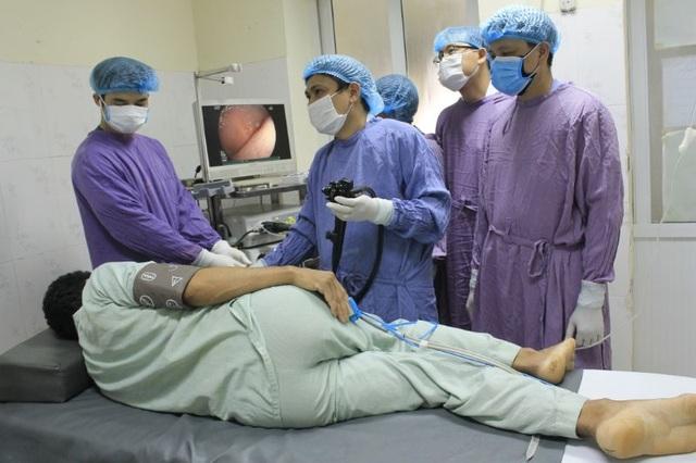 Thiếu máu trầm trọng vì giun lúc nhúc bám trong ruột non, gây chảy máu ồ ạt - 3