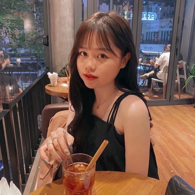 Cầu thủ Quang Hải đăng ảnh khoác vai tình tứ cùng bạn gái mới - 5