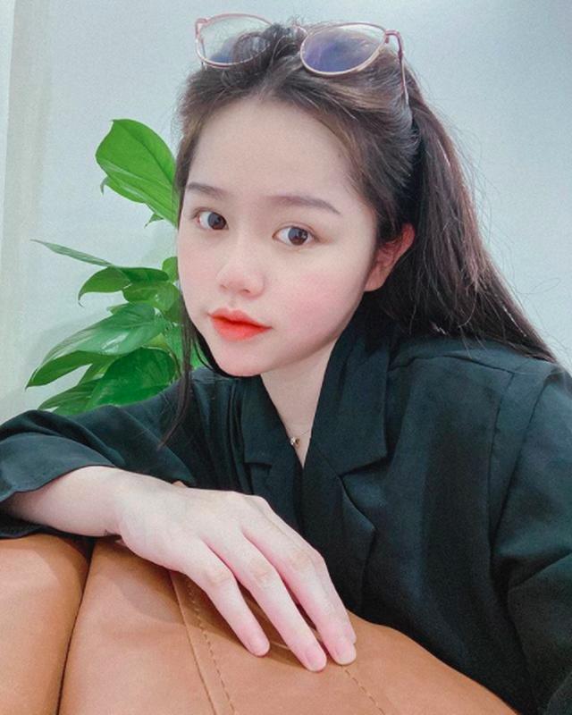 Cầu thủ Quang Hải đăng ảnh khoác vai tình tứ cùng bạn gái mới - 7