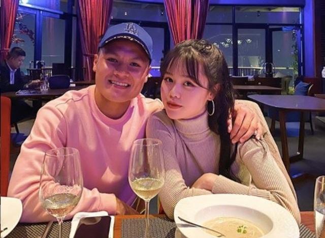 Bạn gái mới của Quang Hải là du học sinh sành điệu - 1