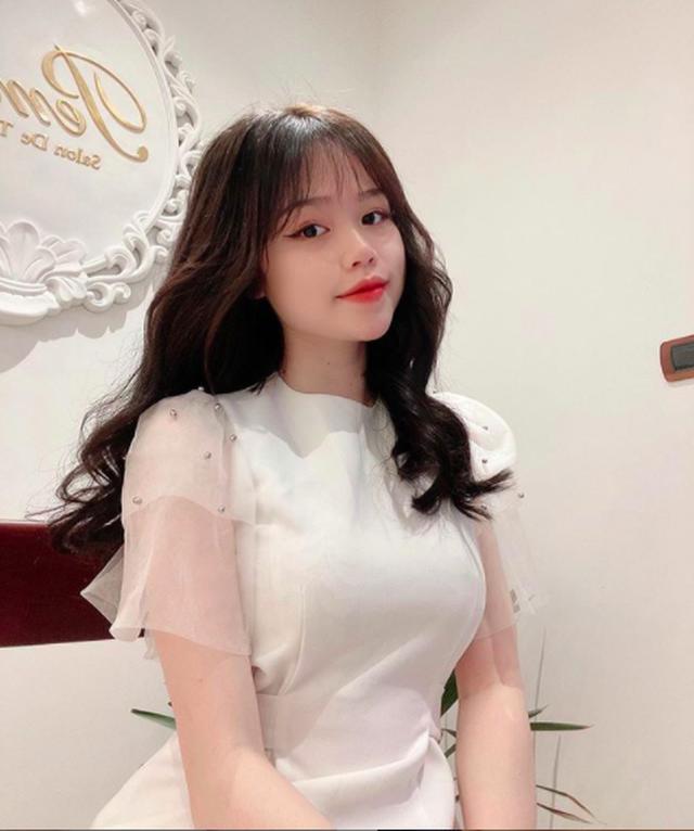 Bạn gái mới của Quang Hải là du học sinh sành điệu - 9