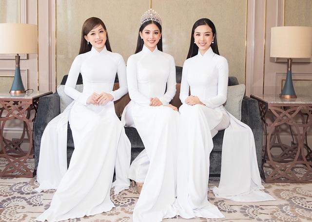 Hoa hậu Đỗ Mỹ Linh, Trần Tiểu Vy, Lương Thuỳ Linh đọ dáng với áo dài trắng - 2