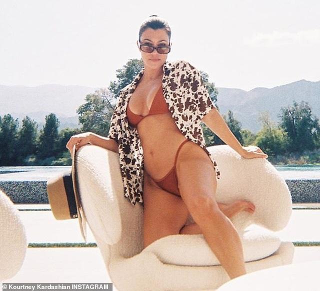 Hoa hậu Liverpool liên tục khoe thân khi ở nhà chống dịch - 9