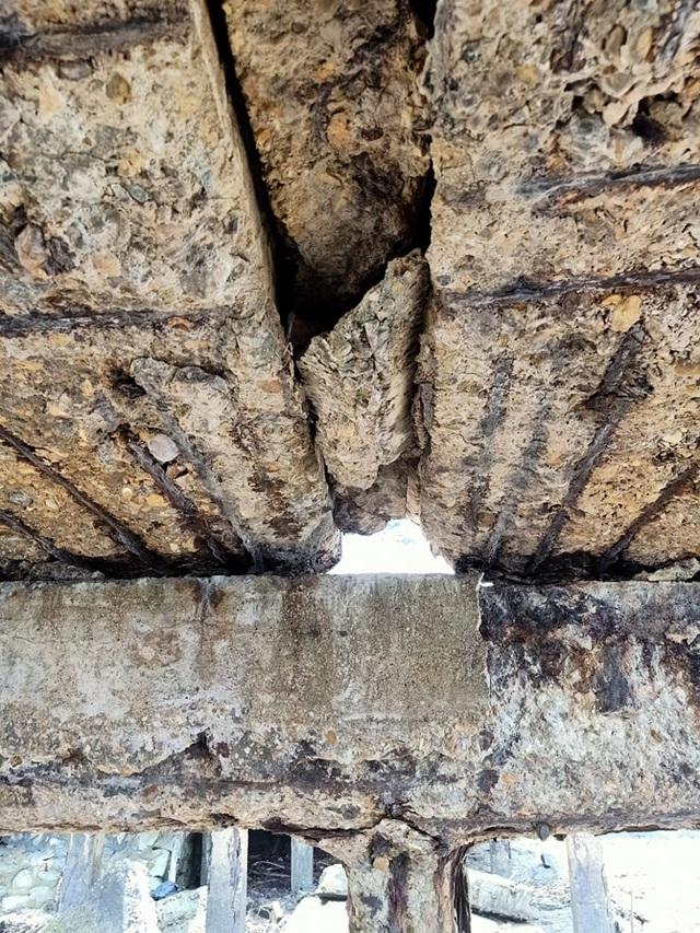 Cầu tàu xuống cấp thê thảm, nguy cơ đổ sập - 8