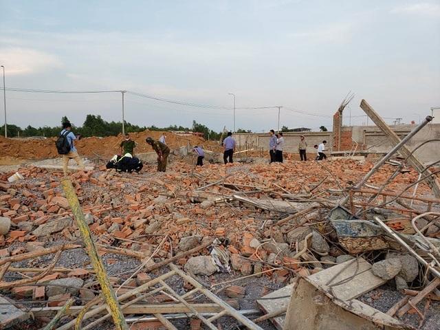 Sập tường công trình đang xây dựng, 10 người tử vong - 3