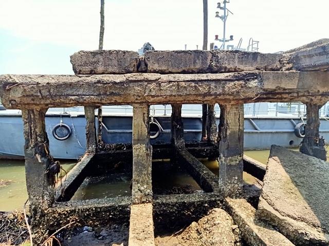 Cầu tàu xuống cấp thê thảm, nguy cơ đổ sập - 9