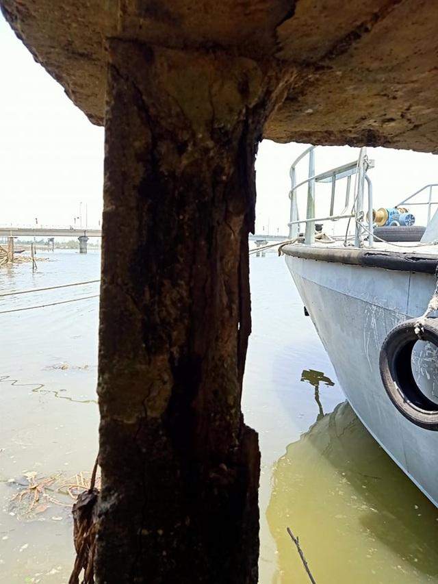 Cầu tàu xuống cấp thê thảm, nguy cơ đổ sập - 10