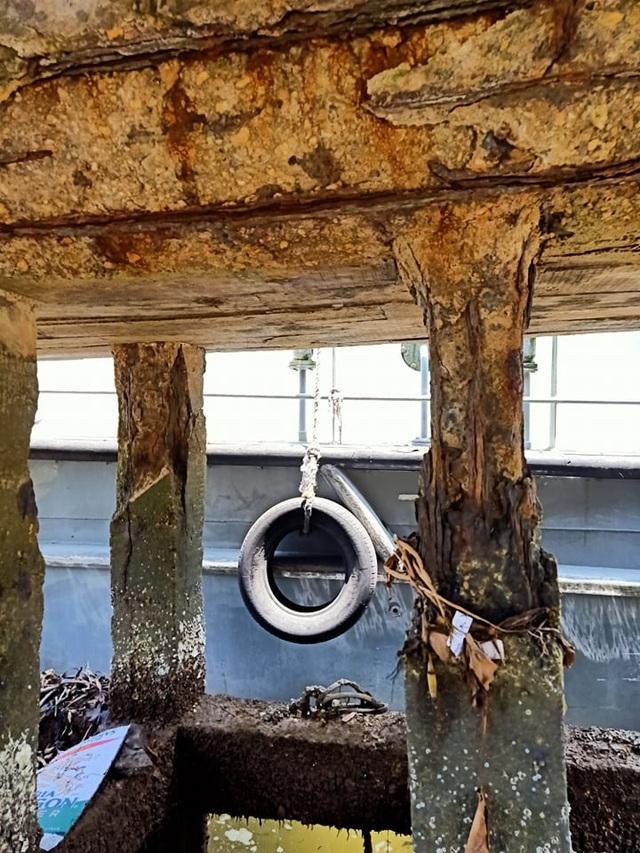 Cầu tàu xuống cấp thê thảm, nguy cơ đổ sập - 4