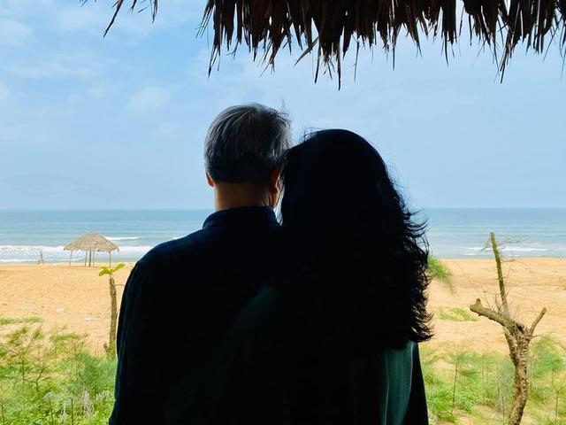 Diva Thanh Lam công khai ảnh tình tứ bên người đàn ông lạ mặt - 1