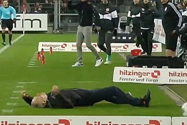 Những khoảnh khắc điên rồ chỉ có ở giải Bundesliga - 2