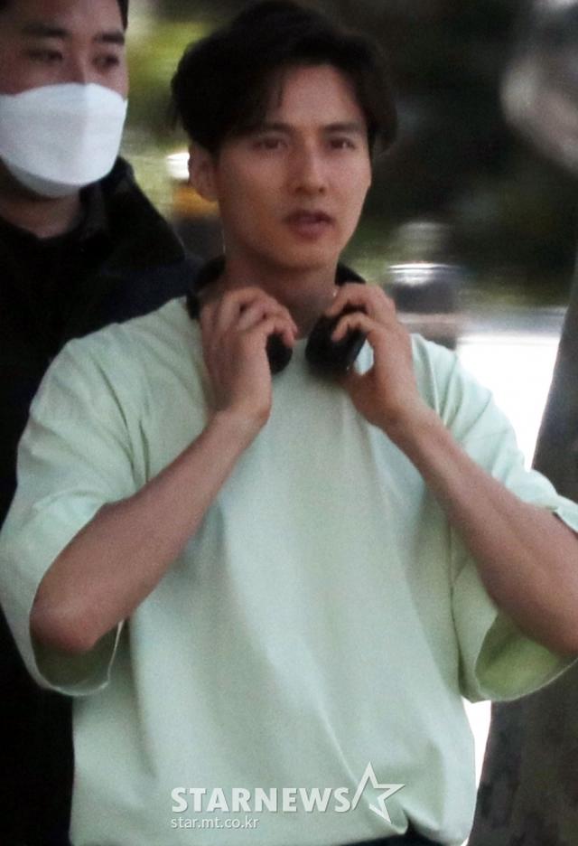 """Bị chụp trộm, Won Bin vẫn khẳng định nhan sắc """"mỹ nam"""" - 2"""