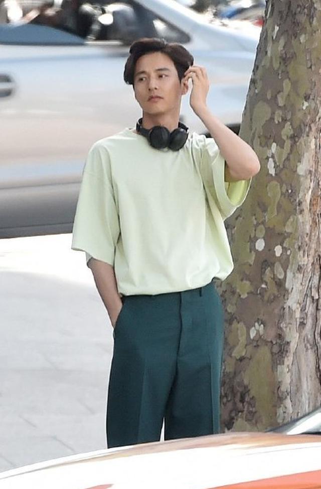 """Bị chụp trộm, Won Bin vẫn khẳng định nhan sắc """"mỹ nam"""" - 8"""