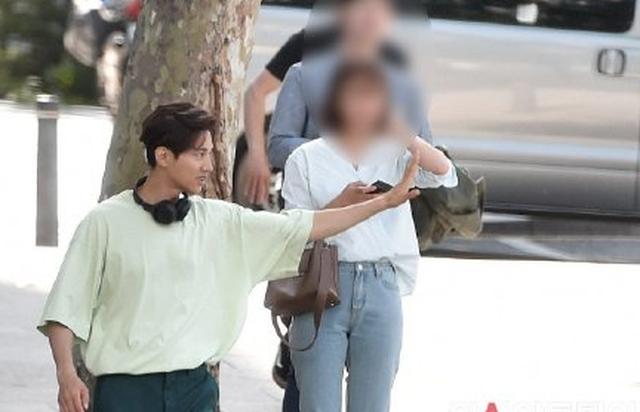 """Bị chụp trộm, Won Bin vẫn khẳng định nhan sắc """"mỹ nam"""" - 4"""