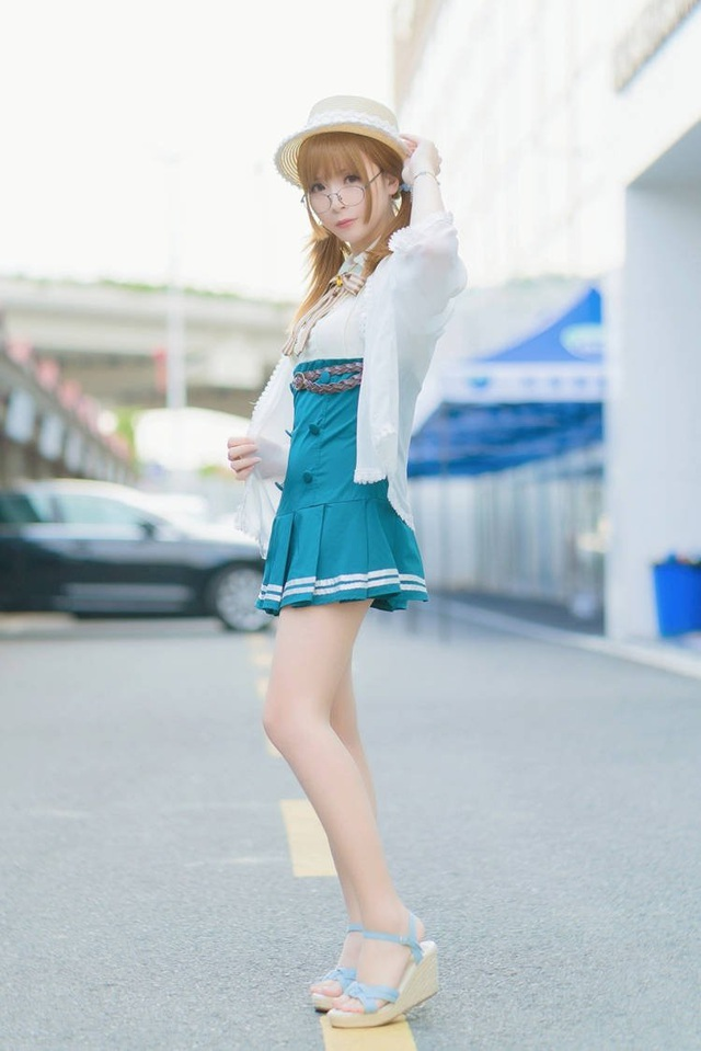 Chàng trai Trung Quốc cosplay thành nữ xinh xắn hút mắt nhìn tựa búp bê - 4