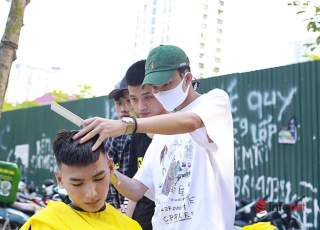 Dịch vụ cắt tóc miễn phí ở Hà Nội hút khách trở lại - 2