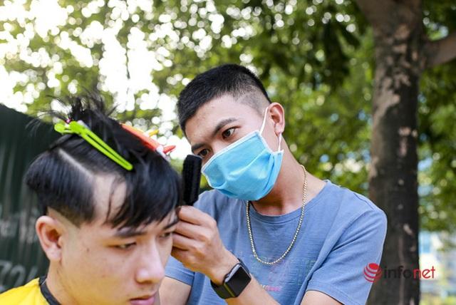 Dịch vụ cắt tóc miễn phí ở Hà Nội hút khách trở lại - 3