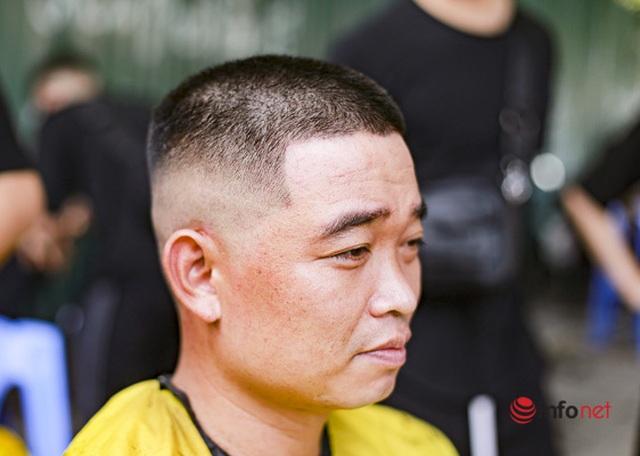 Dịch vụ cắt tóc miễn phí ở Hà Nội hút khách trở lại - 4