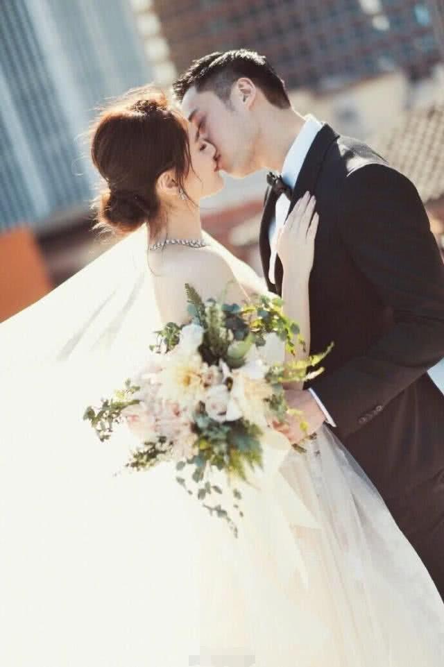 Hậu ly hôn: Chồng cũ tuyệt tình, Chung Hân Đồng vẫn giữ ảnh cưới - 4