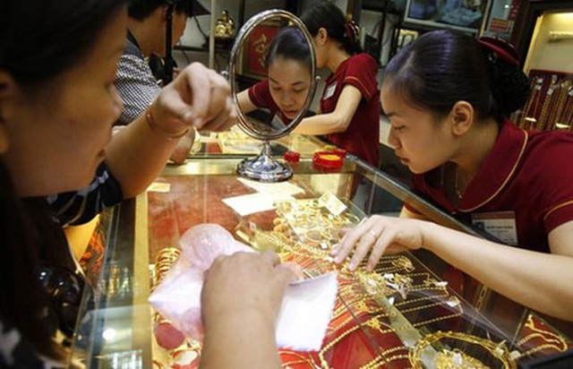 Thị trường xuất hiện lực bán mạnh, giá vàng bất ngờ lao dốc - 1