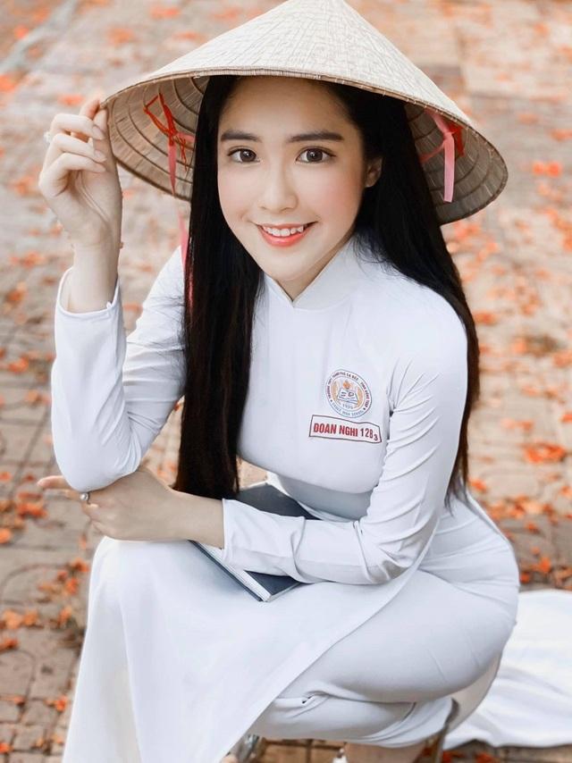 Hot girl được báo Trung Quốc khen ngợi đẹp dịu dàng mùa chia tay mái trường - 1