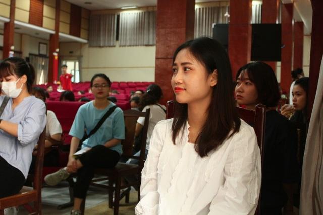 Thầy trò trường Báo nô nức tham gia ngày hội hiến máu tình nguyện - 4