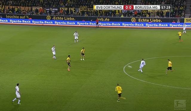 Những khoảnh khắc điên rồ chỉ có ở giải Bundesliga - 3