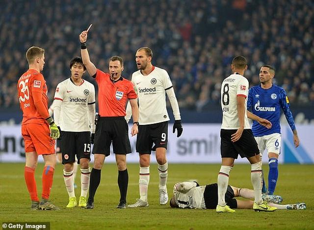 Những khoảnh khắc điên rồ chỉ có ở giải Bundesliga - 7
