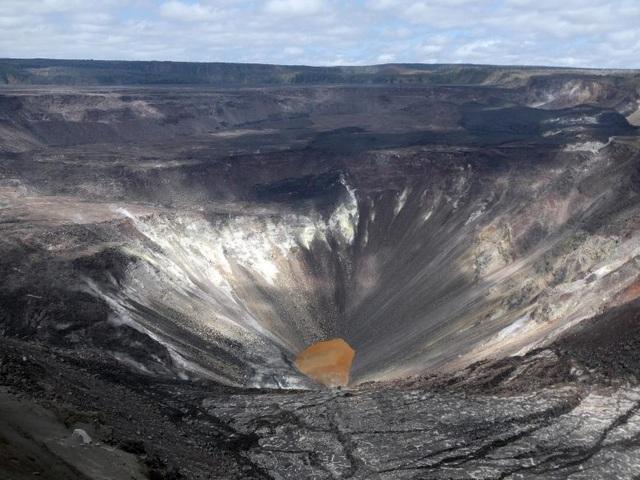 Phát hiện hồ nước rộng bằng 5 sân bóng ở miệng núi lửa hoạt động mạnh nhất - 2