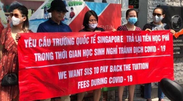 Lùm xùm học phí online Trường Quốc tế Singapore: Phụ huynh lại phản đối - 1