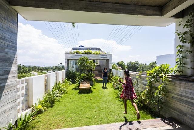 Ngỡ ngàng biệt thự ở Đà Nẵng xây cả công viên tuyệt đẹp trên sân thượng - 10