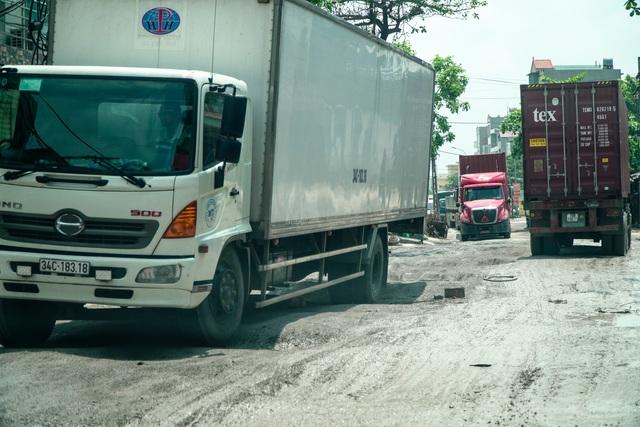 Thảm cảnh vừa bụi vừa lầy trên con đường đại gia ở Hà Nội - 7