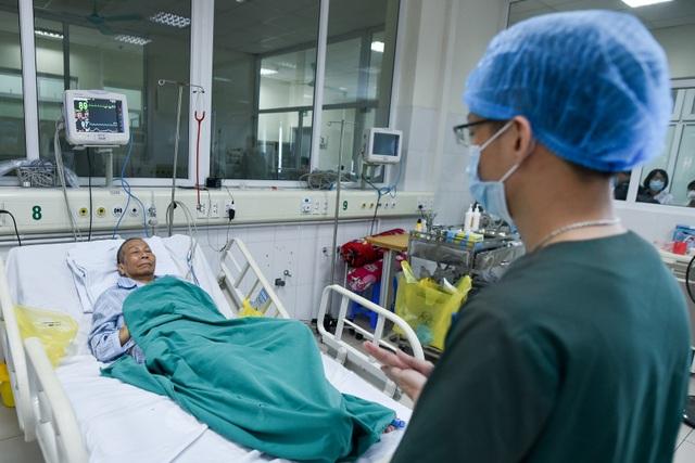 Cuộc chiến giành lại sự sống cho bệnh nhân Covid-19 đã 3 lần ngừng tim - 7