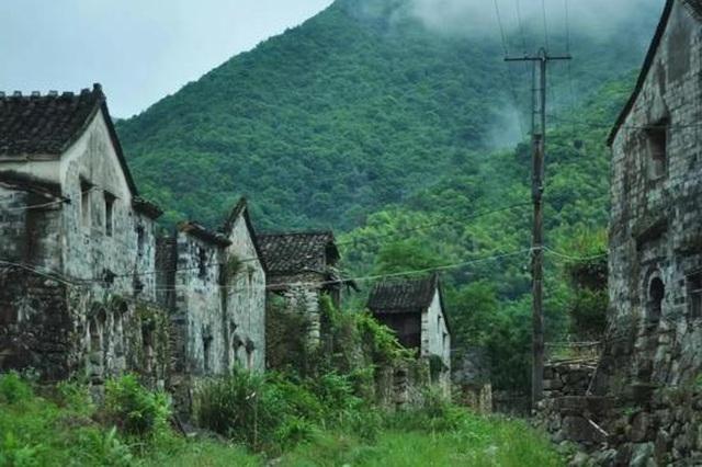 Cặp vợ chồng ở Trung Quốc bỏ việc lên núi, chi 13 tỷ đồng để cải tạo nhà - 4