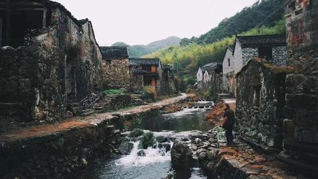 Cặp vợ chồng ở Trung Quốc bỏ việc lên núi, chi 13 tỷ đồng để cải tạo nhà - 5