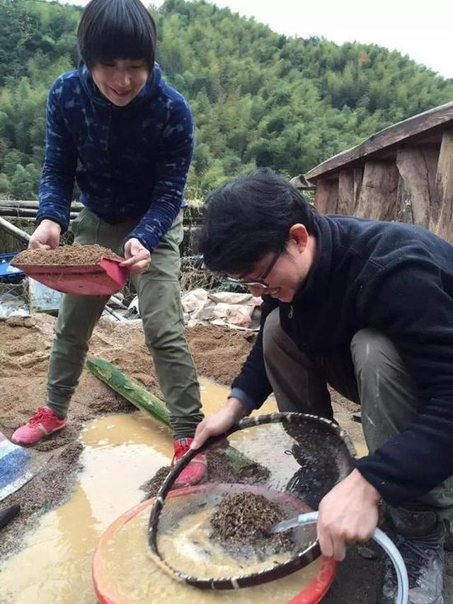 Cặp vợ chồng ở Trung Quốc bỏ việc lên núi, chi 13 tỷ đồng để cải tạo nhà - 8