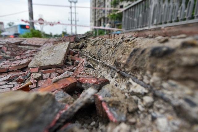 Hà Nội : Mặt cầu Tứ Hiệp sụt lún bất thường, người dân đi bộ cũng e dè - 13