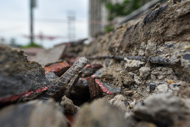 Hà Nội : Mặt cầu Tứ Hiệp sụt lún bất thường, người dân đi bộ cũng e dè - 3