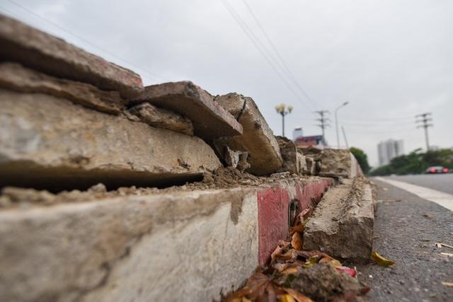 Hà Nội : Mặt cầu Tứ Hiệp sụt lún bất thường, người dân đi bộ cũng e dè - 14