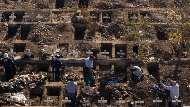 """Quốc gia Nam Mỹ đào sẵn hàng nghìn mộ phòng """"bão"""" Covid-19 - 1"""