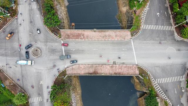 Hà Nội : Mặt cầu Tứ Hiệp sụt lún bất thường, người dân đi bộ cũng e dè - 16