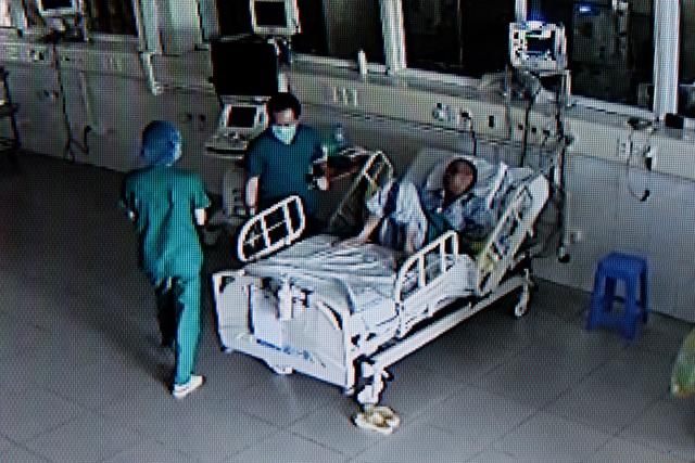 Cuộc chiến giành lại sự sống cho bệnh nhân Covid-19 đã 3 lần ngừng tim - 9
